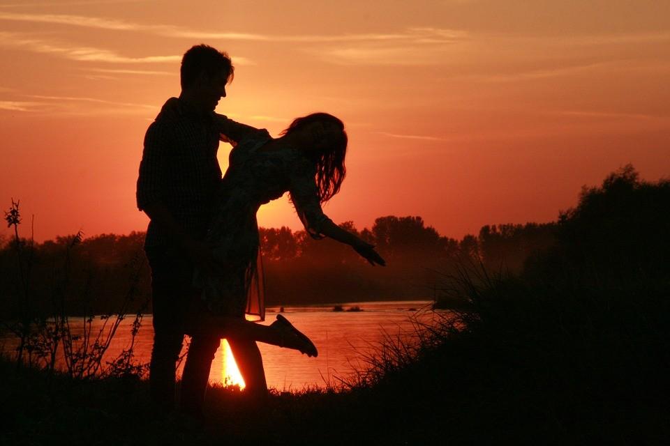 couple-915985_960_720